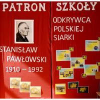 Nadanie imienia prof.S. Pawłowskiego  Szkole Podstawowej w Stalach. Tablica pamiątkowa.